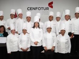 Ministra Silva entrega títulos a egresados de carrera de cocina peruana de Cenfotur