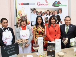 Ministra Magali Silva y Primera Dama Nadine Heredia presentaron Recetas de la Quinua