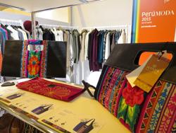 Ministra Silva destaca calidad de prendas de alpaca en la feria de París Who's Next