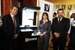 Ministra Magali Silva saluda a empresa peruana VAINSA por premio internacional al diseño innovador