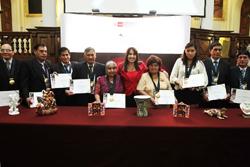 Mincetur y Congreso de la República condecoran a diez artesanos por su reconocida trayectoria artística artesanal