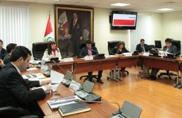 Ministra Magali Silva propone en el Congreso de la República medidas concretas para la proteccióny promoción de la maca y los camélidos