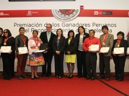 Ministra Magali Silva resalta labor de artesanos que obtuvieron Reconocimiento de Excelencia Unesco para la Artesanía 2014