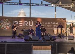 Eva Ayllón deslumbró a los asistentes del Smithsonian Folklife Festival