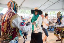 Danzas peruanas deleitan a los visitantes del Smithsonian Folklife Festival