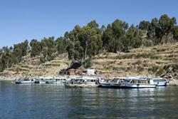 Turistas que pernoctaron en la Isla Taquile en el lago Titicaca retornaron a Punoal mejorar las condiciones meteorológicas