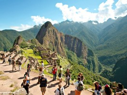 Ministra Magali Silva invita a viajeros nacionales a viajar por fin de año
