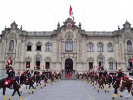 Ministra Silva presidió cambio de guardia montada en el patio de honor de Palacio de Gobierno