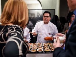 Milán degusta cocina nikkei peruana de la mano del chef Luis Arévalo