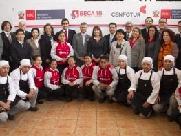 Ministra Silva: jóvenes de todo el país podrán estudiar turismo en Cenfotur con programa Beca 18