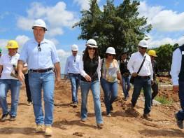 Ministra Magali Silva supervisó las obras del malecón del lago Yarinacocha en la región Ucayali