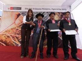 Mincetur otorgó el Premio Nacional Amautas de la Artesanía Peruana a tres artesanos de Ayacucho y Cusco