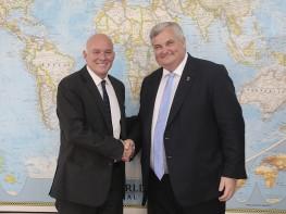 Ministro Ferreyros: Reino Unido muestra interés en impulsar y consolidar relación comercial con el Perú