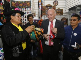 """Feria """"De Nuestras Manos"""" destaca belleza y calidad de la artesanía peruana"""