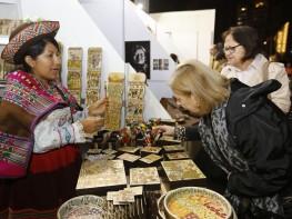 """Veinticinco mil personas arribaron a Feria """"De Nuestras Manos"""" en primeros cinco días"""