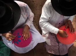 Asociaciones de artesanas ayacuchanas comercializarán sus productos en Italia con prestigiosa diseñadora