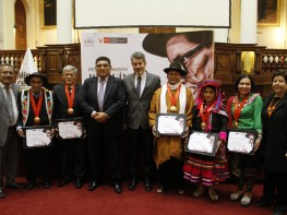 """Artesanos de Ucayali, Junín, Ayacucho y Puno son reconocidos con medalla """"Joaquín López Antay"""""""
