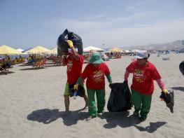 """Playas turísticas del litoral: más de 3 toneladas de desperdicios se recolectan en nueve regiones gracias a iniciativa """"Peruanos Camiseta"""""""