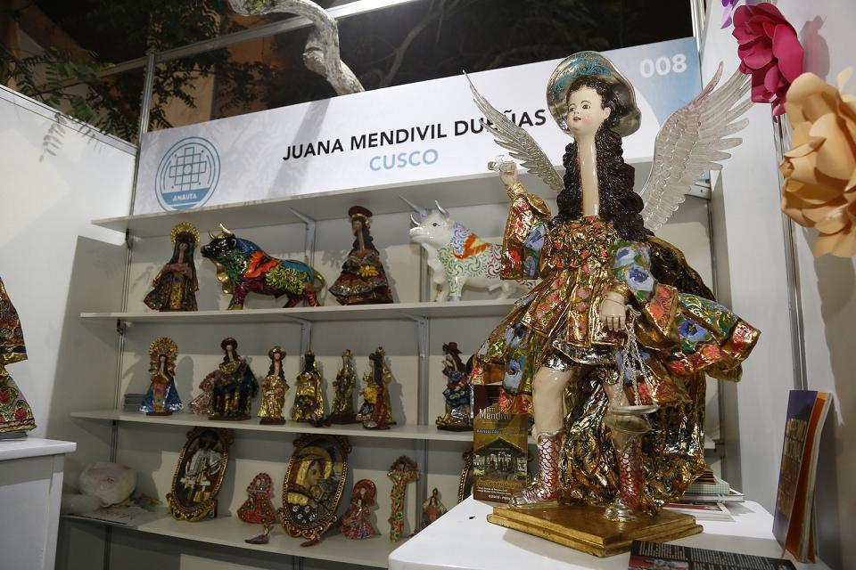 De nuestras manos se inaugur la feria artesanal m s for Ceramica artesanal peru